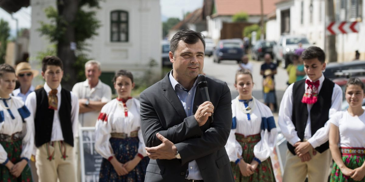Vaszily Miklós, a Médiaszolgáltatás-támogató és Vagyonkezelõ Alap (MTVA) vezérigazgatója beszédet mond az V. Duna Nap megnyitóján az erdélyi Torockón 2018. június 2-án. MTI Fotó: Koszticsák Szilárd