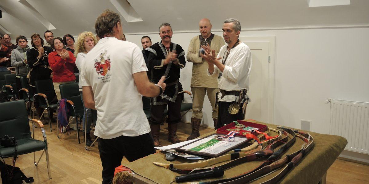 Mónus József világrekorder íjász nyilvános előadása a Duna-Házban