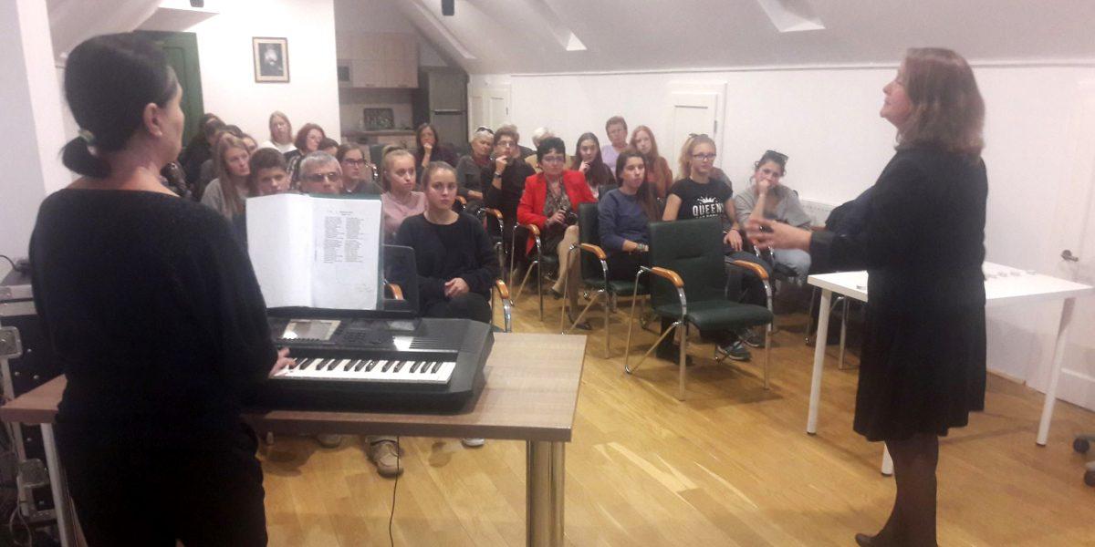 Zorkóczy Zenóbia és Incze Gergely Katalin zenés forradalmi előadása