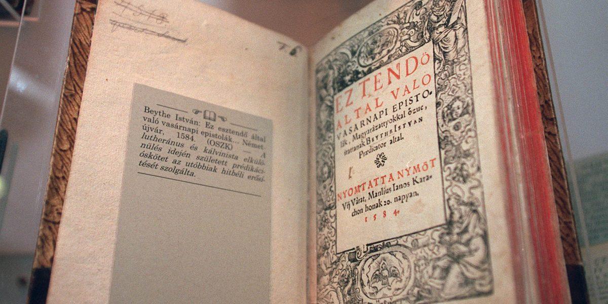 Heltai Gáspár bibliájának első része (1551). (Fotó: Sándor Katalin)